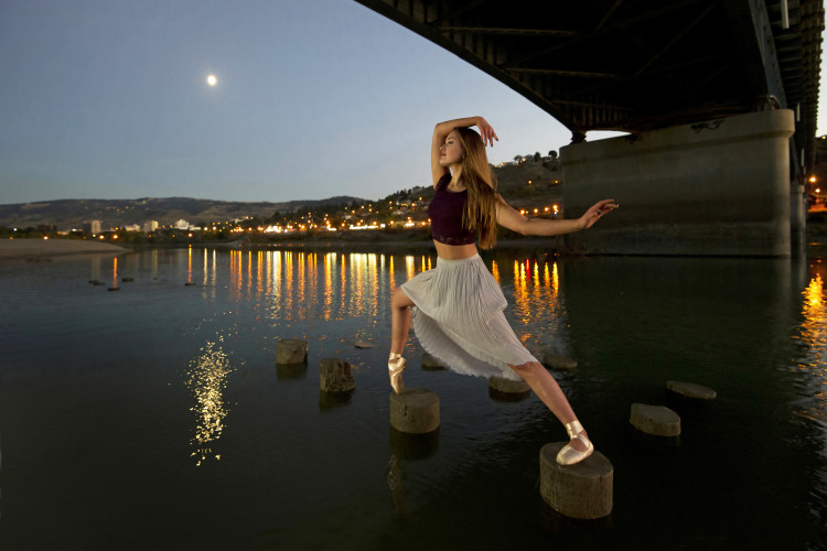 ballerina on the Thompson river, Kamloops, British Columbia, Canada, Overlander bridge, Hailey Cretian, dancerphotographer