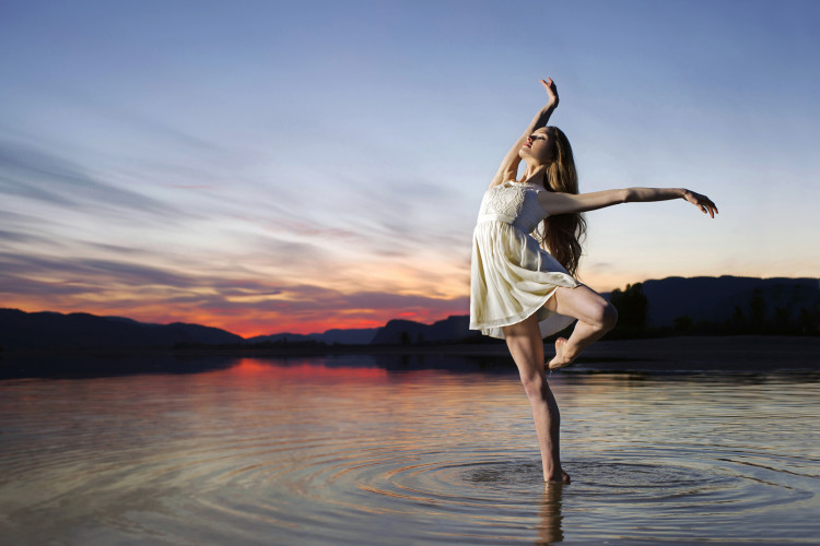 Ballerina on the Thompson River, near Kamloops, British Columbia, Canada, dance, sunset, angelic, idyllic, portrait, environment artificial lighting, Nikon Canada,